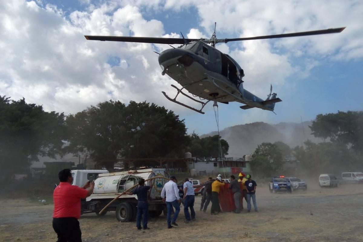 Llega al país helicóptero hondureño para combatir incendios en Petén