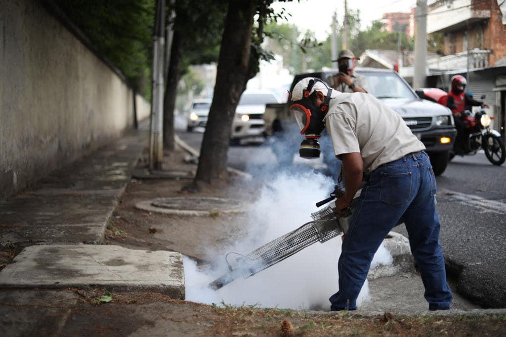 Municipalidad limpia y desinfecta principales calles de la Capital