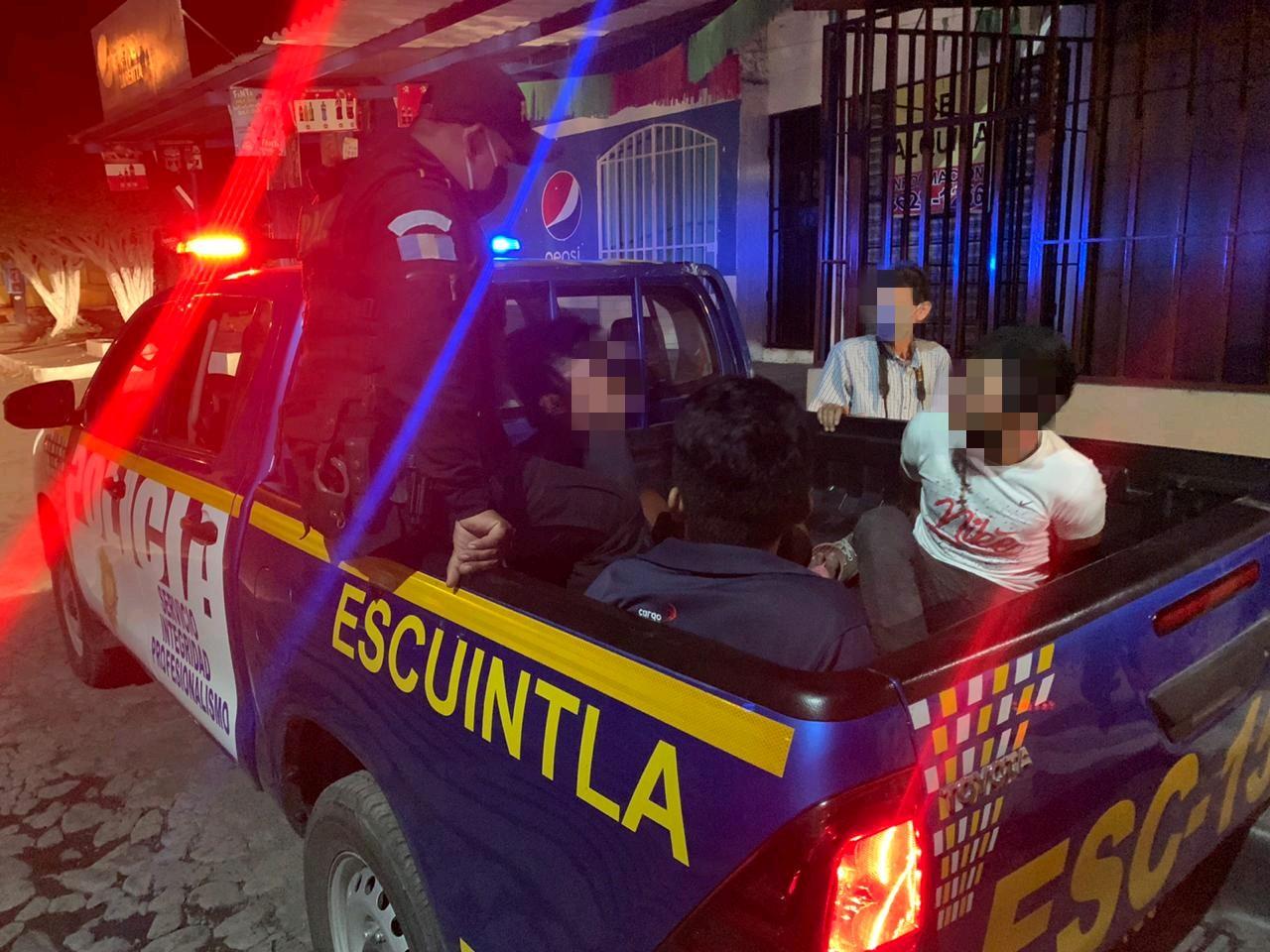 PNC captura a supuestos asaltantes en pleno toque de queda
