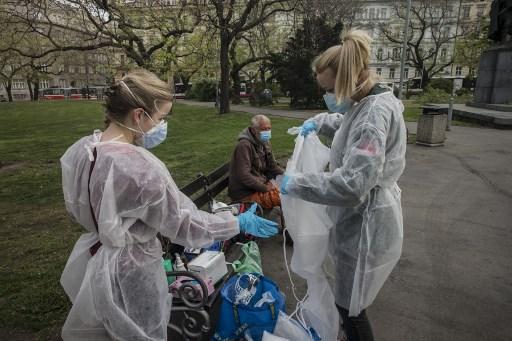 Sube a 210,000 muertos por coronavirus en el mundo