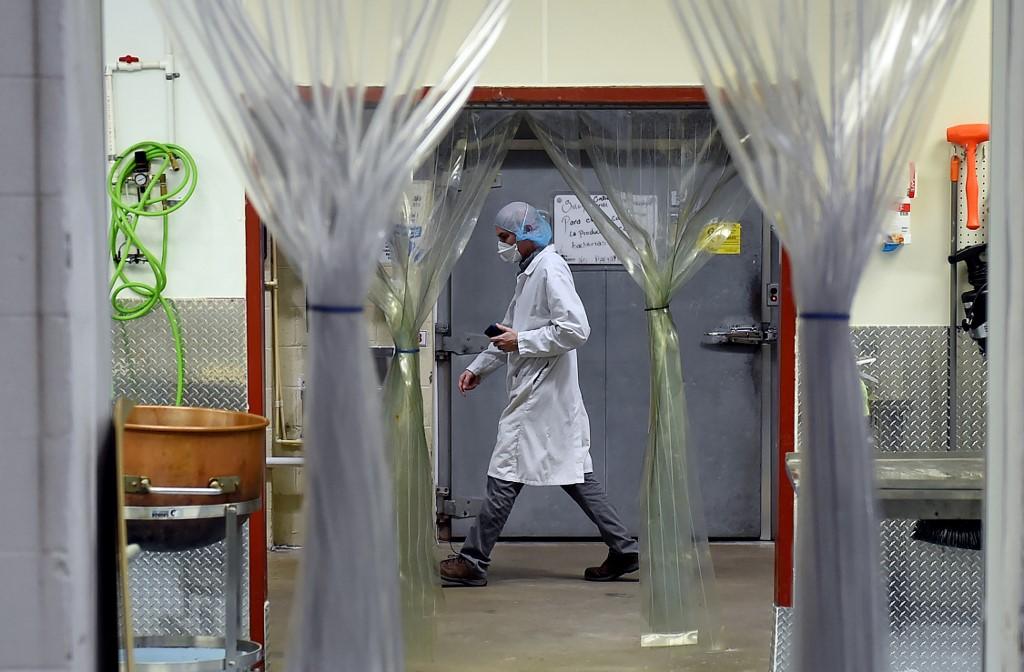 Muertes en EEUU por coronavirus en 24 horas aumentan a más de 2 mil 300