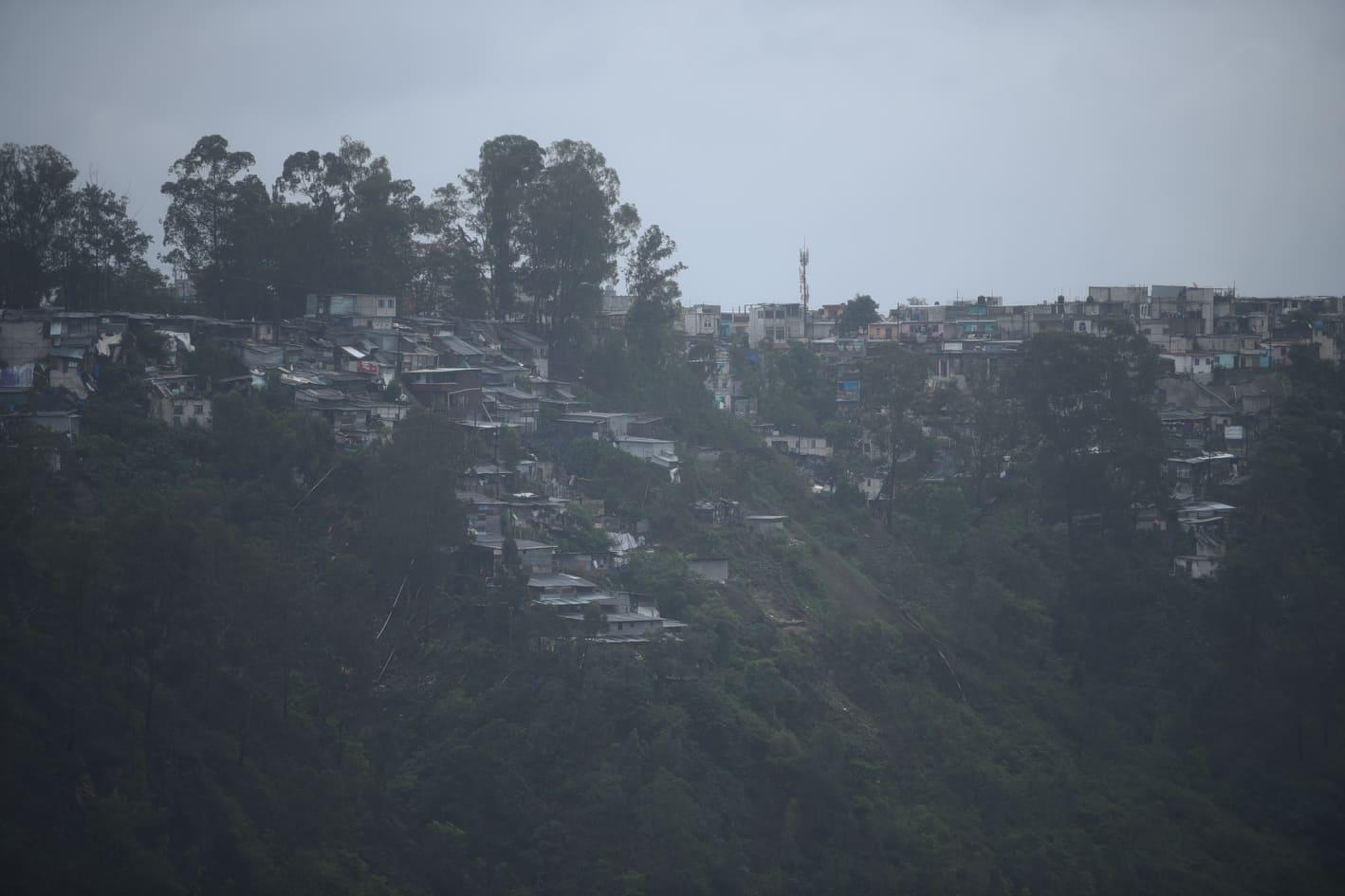 VIDEO | Asentamientos bajo la lluvia permanente por efectos de 'Amanda'