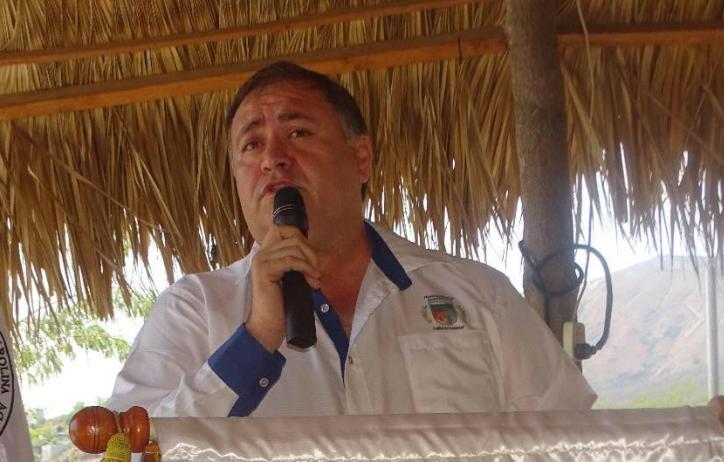 """Alcalde de Guastatoya se desliga de la Anam por """"cero apoyo"""" de dirigentes"""