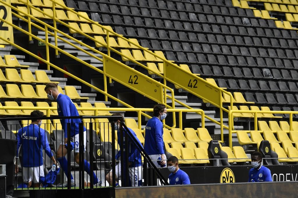 Banquillos de suplentes Dortmund vs Schalke 04