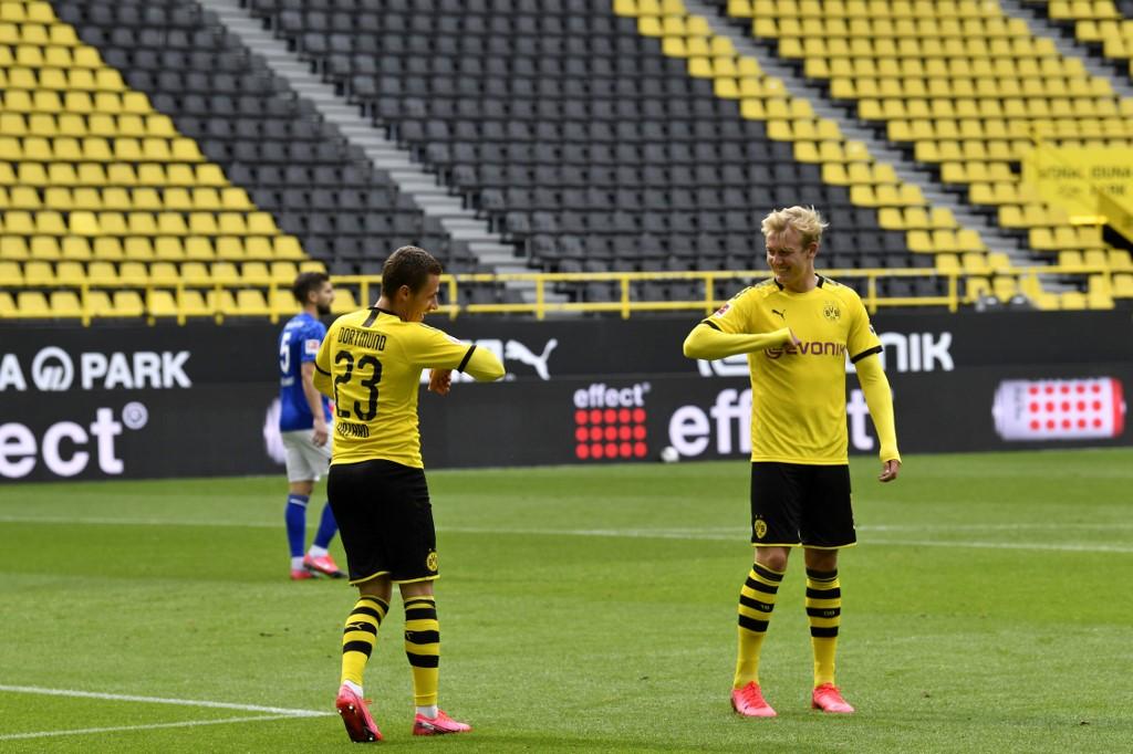 Los jugadores del Borussia Dortmund celebrando sus goles