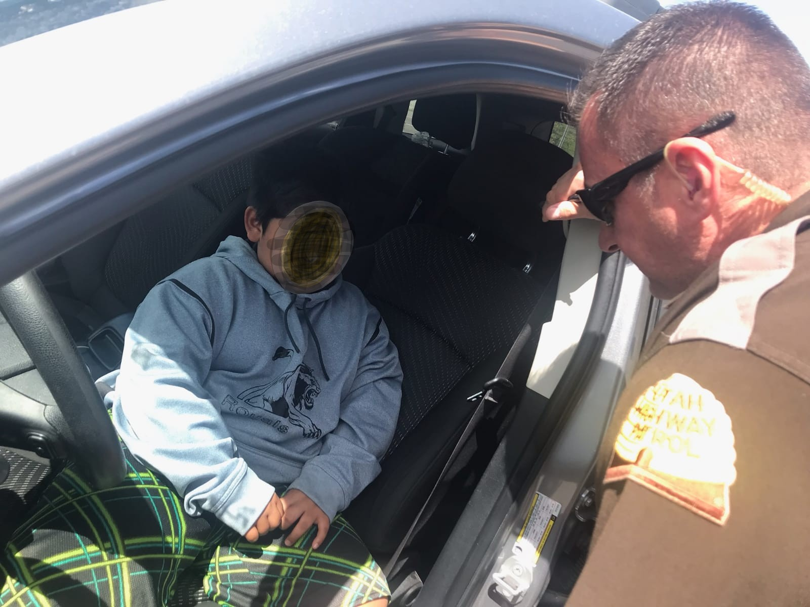 La policía detiene a un niño de cinco años al volante de un automóvil en EEUU