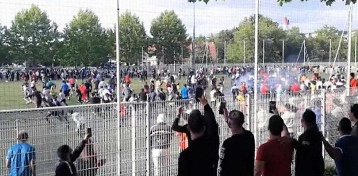 VIDEO | Más de 400 personas rompen confinamiento para presenciar partido de futbol clandestino en Francia