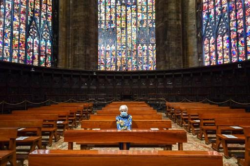 Los italianos vuelven a misa tras dos meses de culto por video