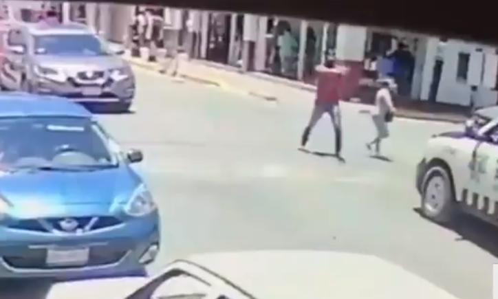 Fingen ser pareja y disparan en más de 20 ocasiones contra policías