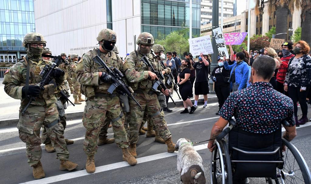"""Biden dice que Trump está usando al ejército """"contra los estadounidenses"""""""
