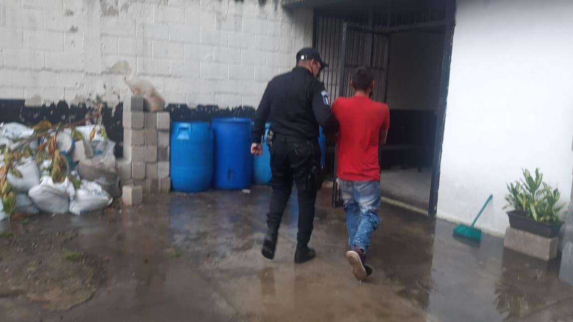 """Policía captura al """"Chapo"""" efectuando disparos en Amatitlán"""
