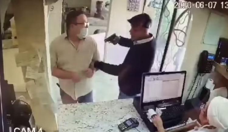 Cliente de pastelería fue asaltado mientras esperaba su pedido