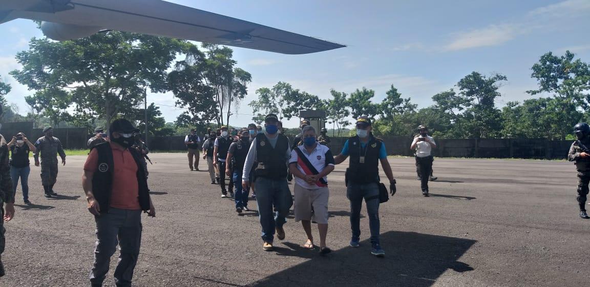 Figuran ocho policías entre capturas durante operativos por contrabando aduanero