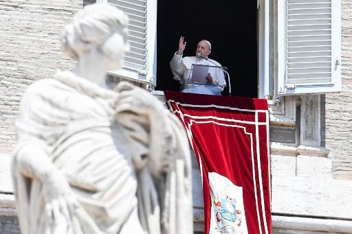 """El papa lamenta que el coronavirus cause """"muchas víctimas"""" en América Latina"""