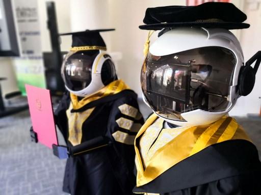 Malasia utiliza robots para una ceremonia de graduación