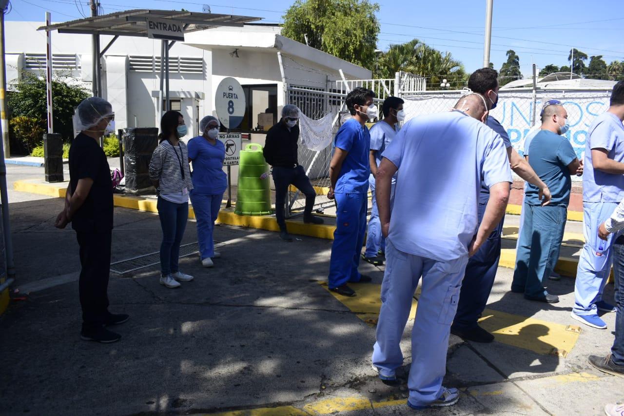 Médicos en sesión permanente