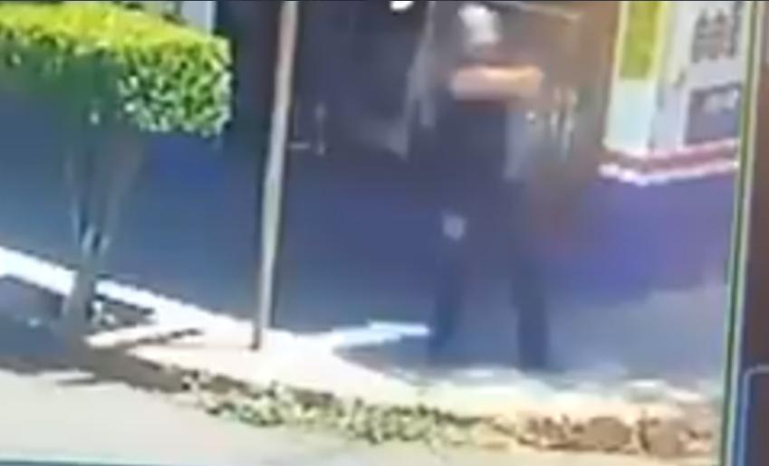 VIDEO | Policía dispara contra motocicleta, pero en el lugar nadie la vio