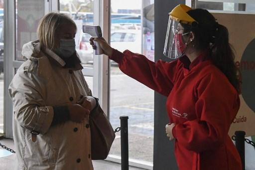 Uruguay abre centros comerciales mientras achata la curva de contagios