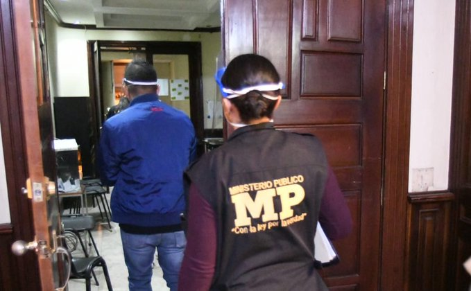 Detenidos por fiesta clandestina llevados a juzgado para saber motivo de detención
