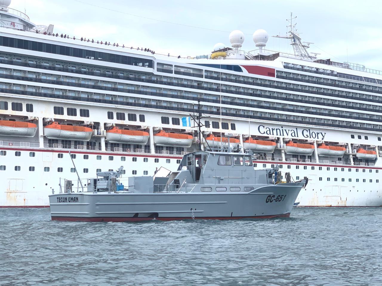 Barco de la Marina de Defensa ayudó a guatemaltecos a evacuar crucero