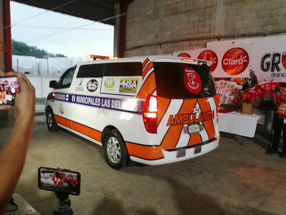 Coatepecano IB dona ambulancia