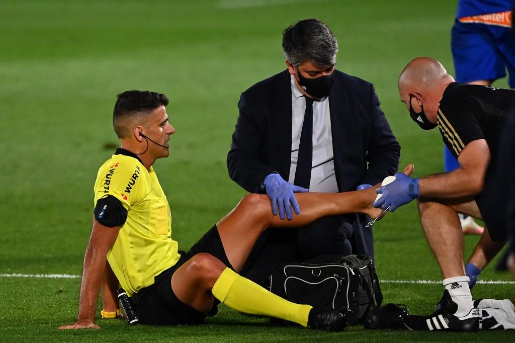 Árbitro del Real Madrid vs Alavés sale por lesión