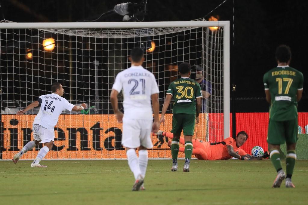 """""""Chicharito"""" marca su primer gol en la MLS"""