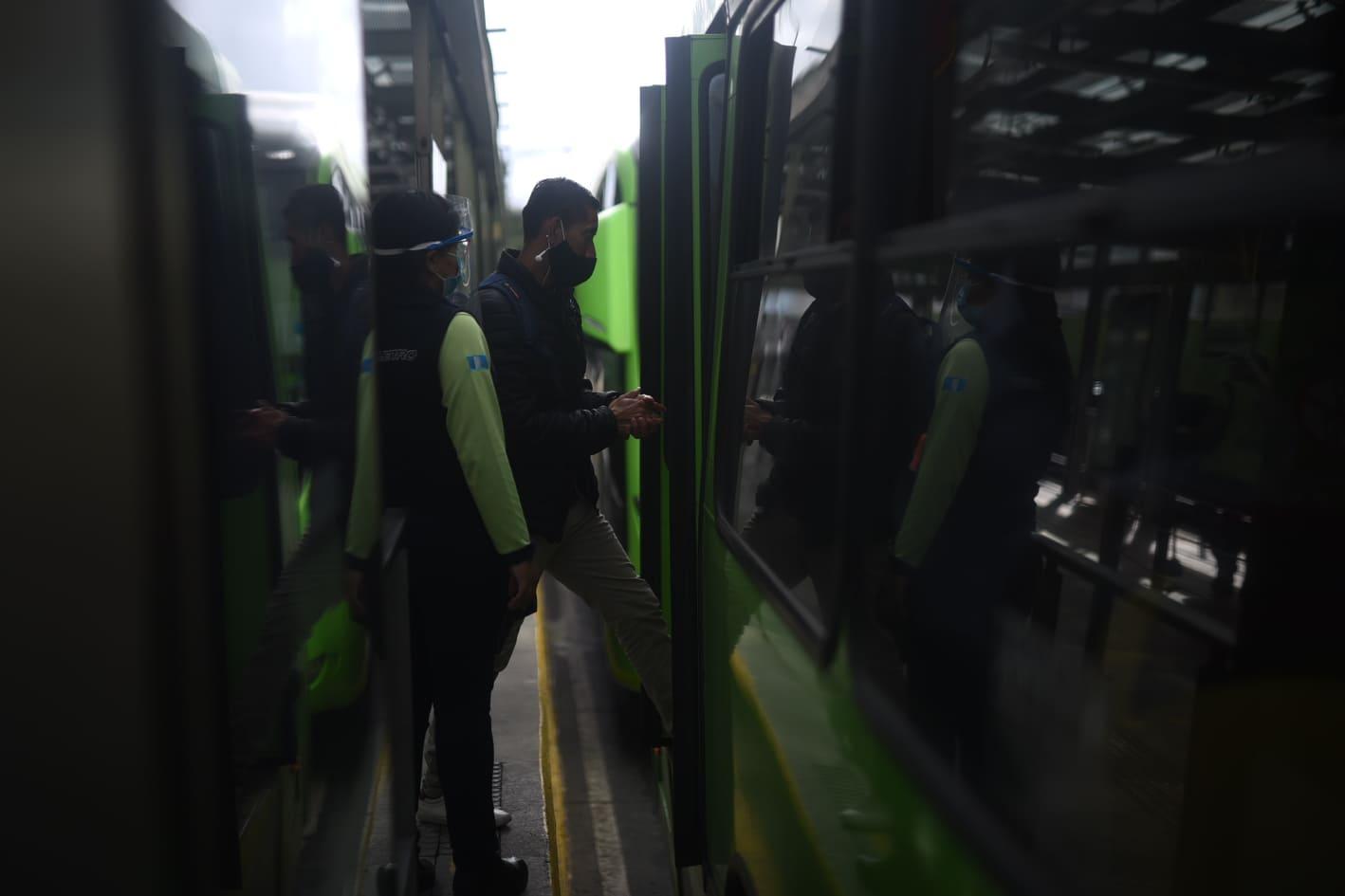 Transmetro inicia servicio. Foto: Edwin Bercián