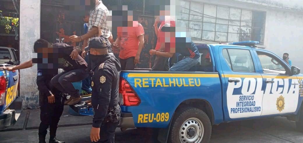 15 capturados en cantina en Retalhuleu
