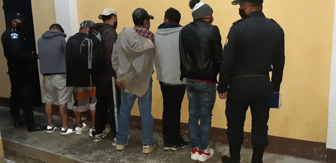 Capturan a 15 personas por fiestas clandestinas en Jalapa y San Marcos