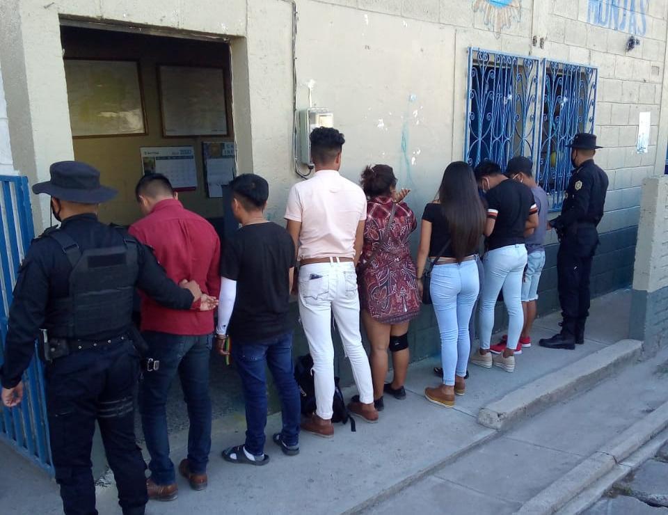 capturados por fiestas clandestinas en Jalapa y Sacatepéquez