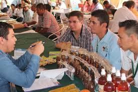 Las organizaciones promueven apoyar a pequeños y medianos negocios.