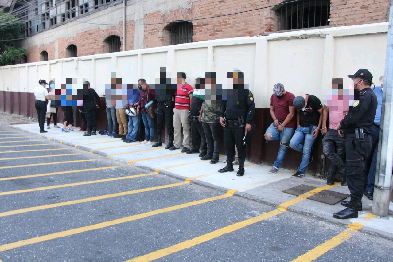 Capturan a 17 personas por realizar fiesta clandestina en pleno toque de queda