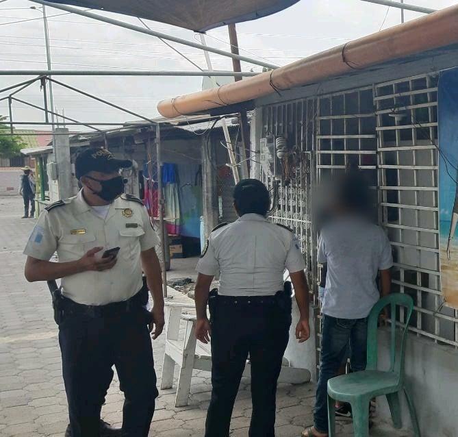 capturan a 10 personas por participar en fiesta clandestina en Escuintla