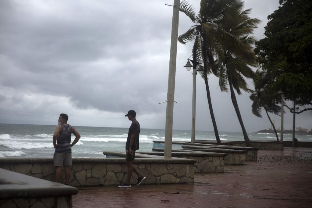 Huracán Isaías avanza hacia Florida