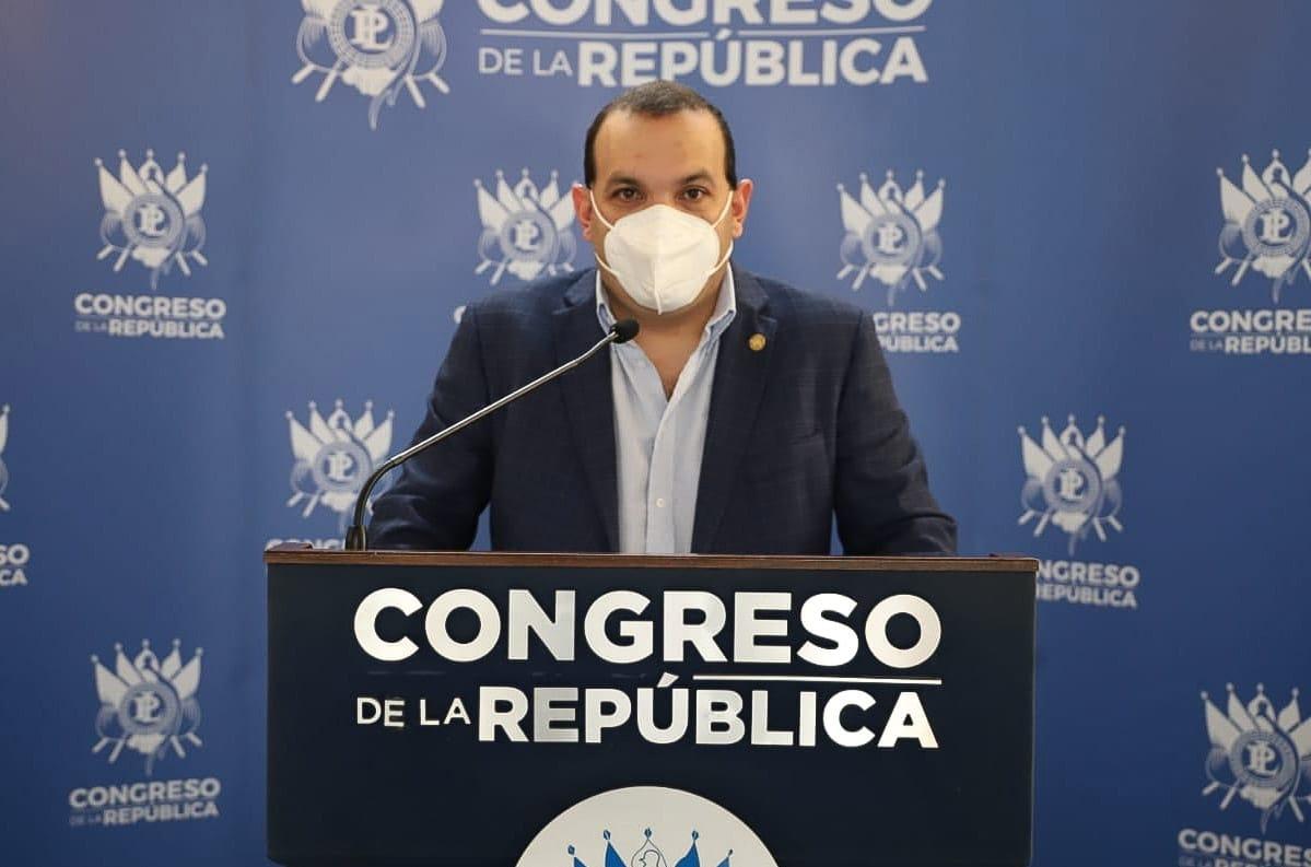 diputado José de León presenta iniciativa para declarar héroes a médicos