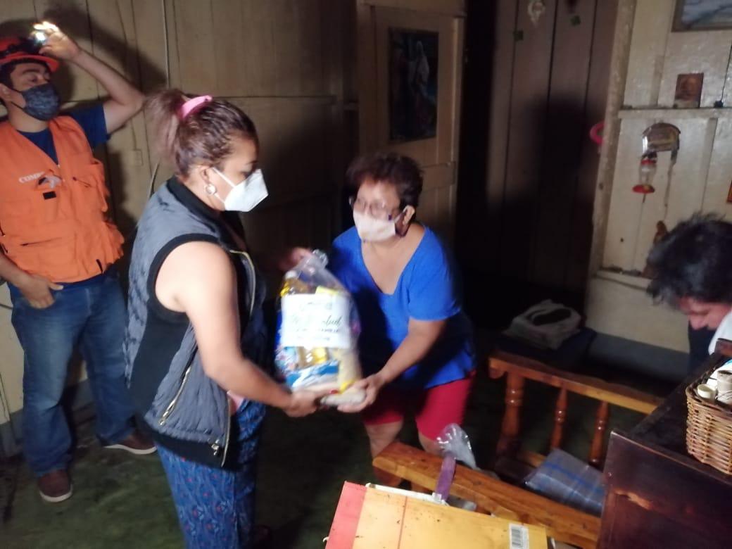 Conred brinda recursos a afectados por lluvias en Retalhuleu