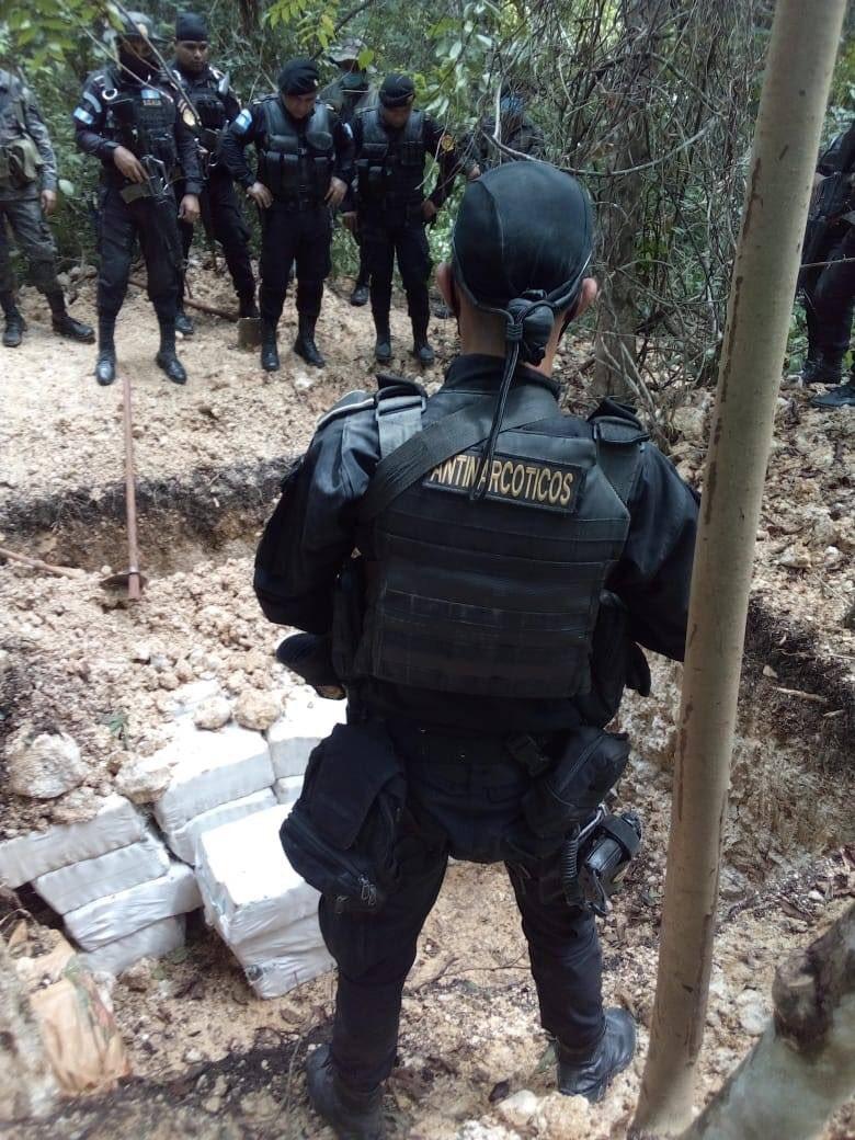 localizan droga en aeronave en Petén