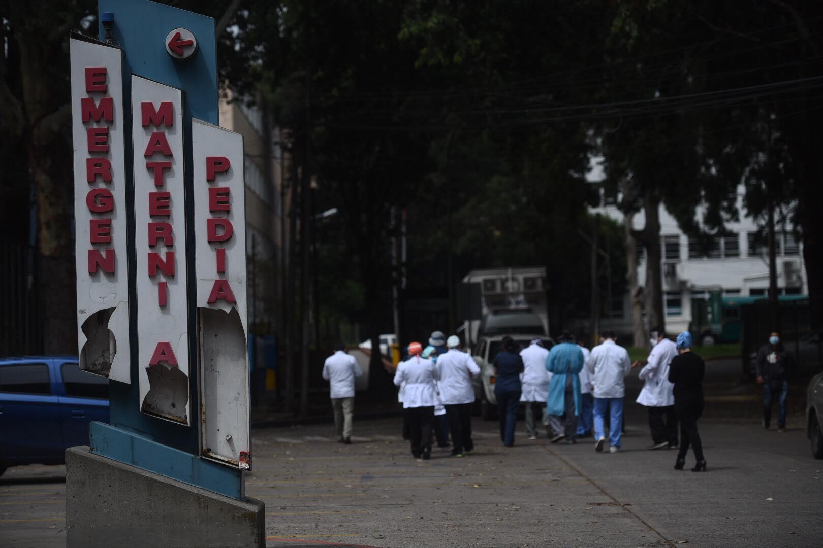 médicos del hospital Roosevelt solicitan audiencia con el Presidente y la Ministra de Salud