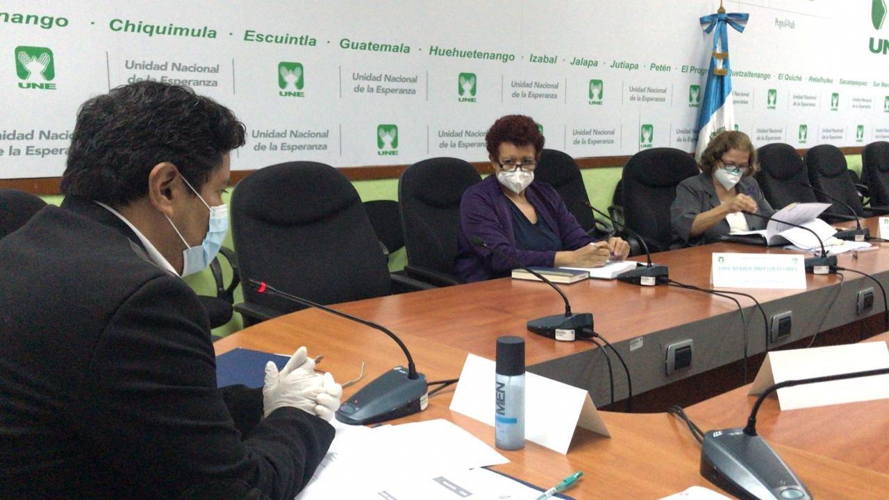 Ministra de Salud, Amelia Flores, acude a citación en el Congreso