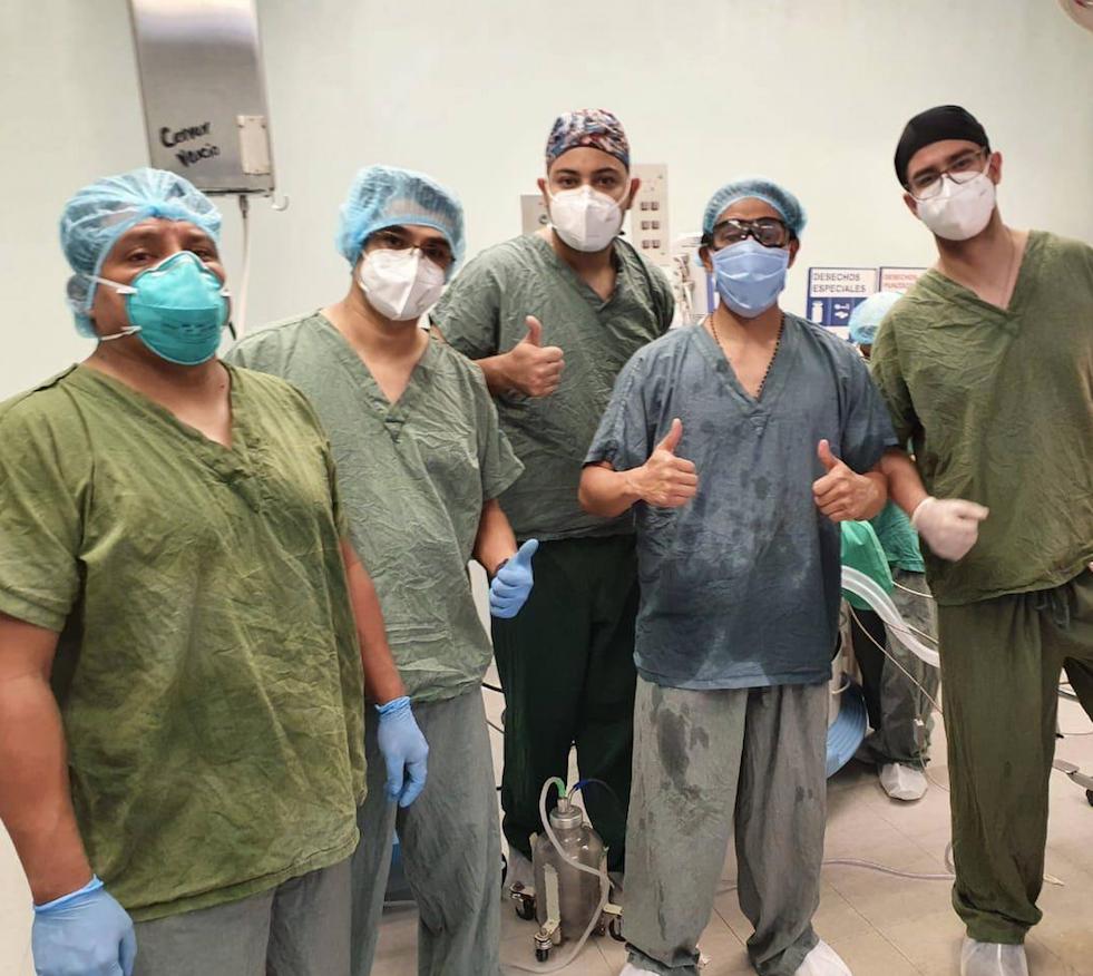 operación de implante de mano en hospital general San Juan de Dios