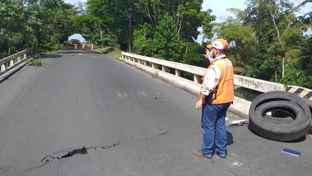 Lluvias generan colapso de puente en Escuintla