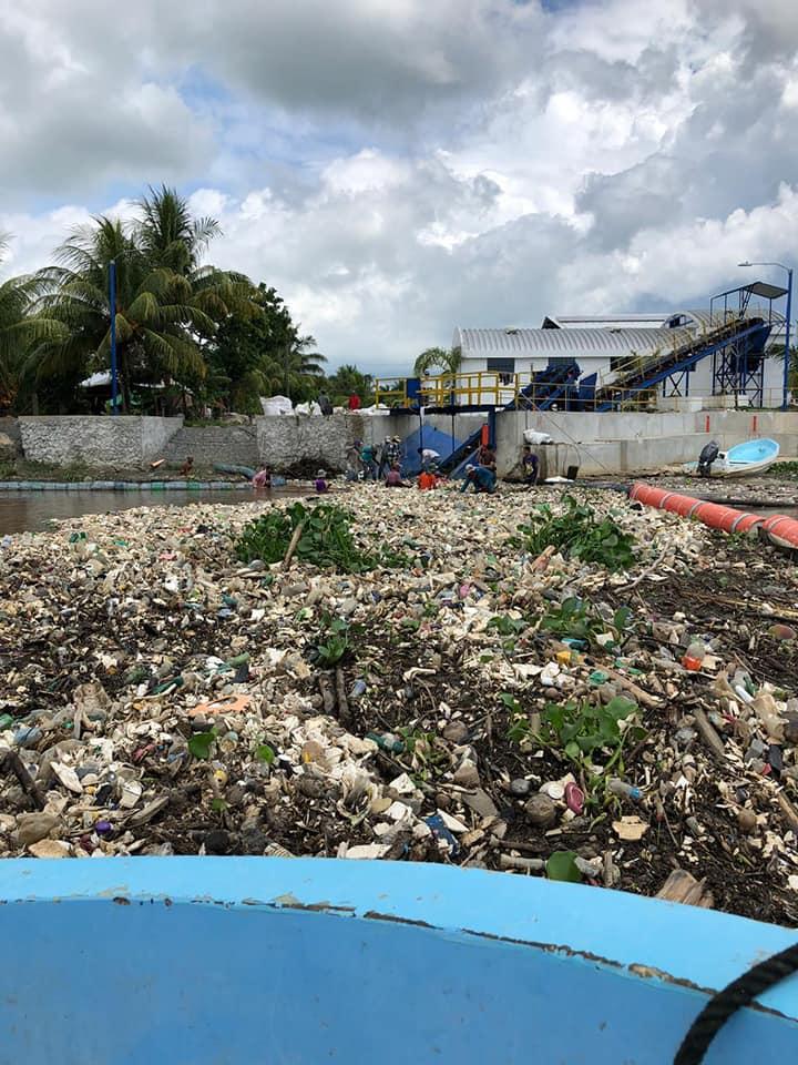 Ministerio de Ambiente retira 20 toneladas de desechos del río Motagua
