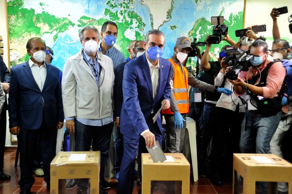 Luis Abinader vota en elecciones en República Dominicana 2020