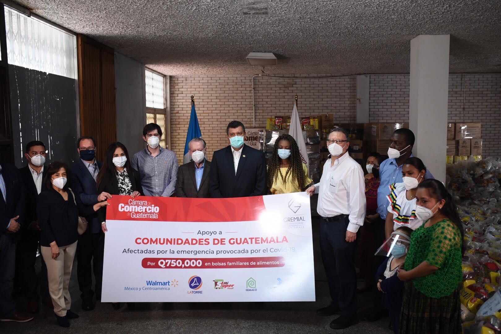 Cámara de Comercio y vicepresidente Guillermo Castillo entregan donación de alimentos