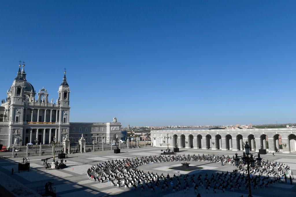 Recuerdan a víctimas de coronavirus en España