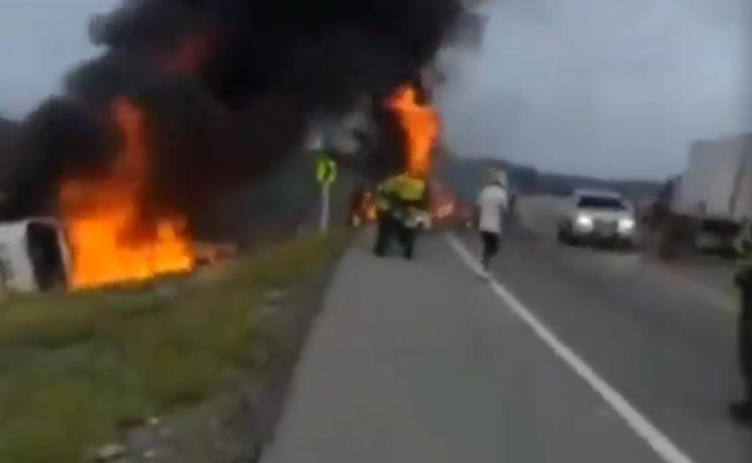 Explosión de camión en Colombia