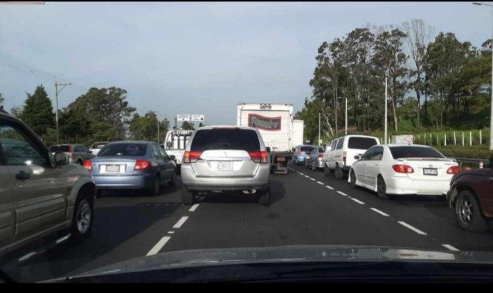 Congestionamiento en la autopista Palín-Escuintla