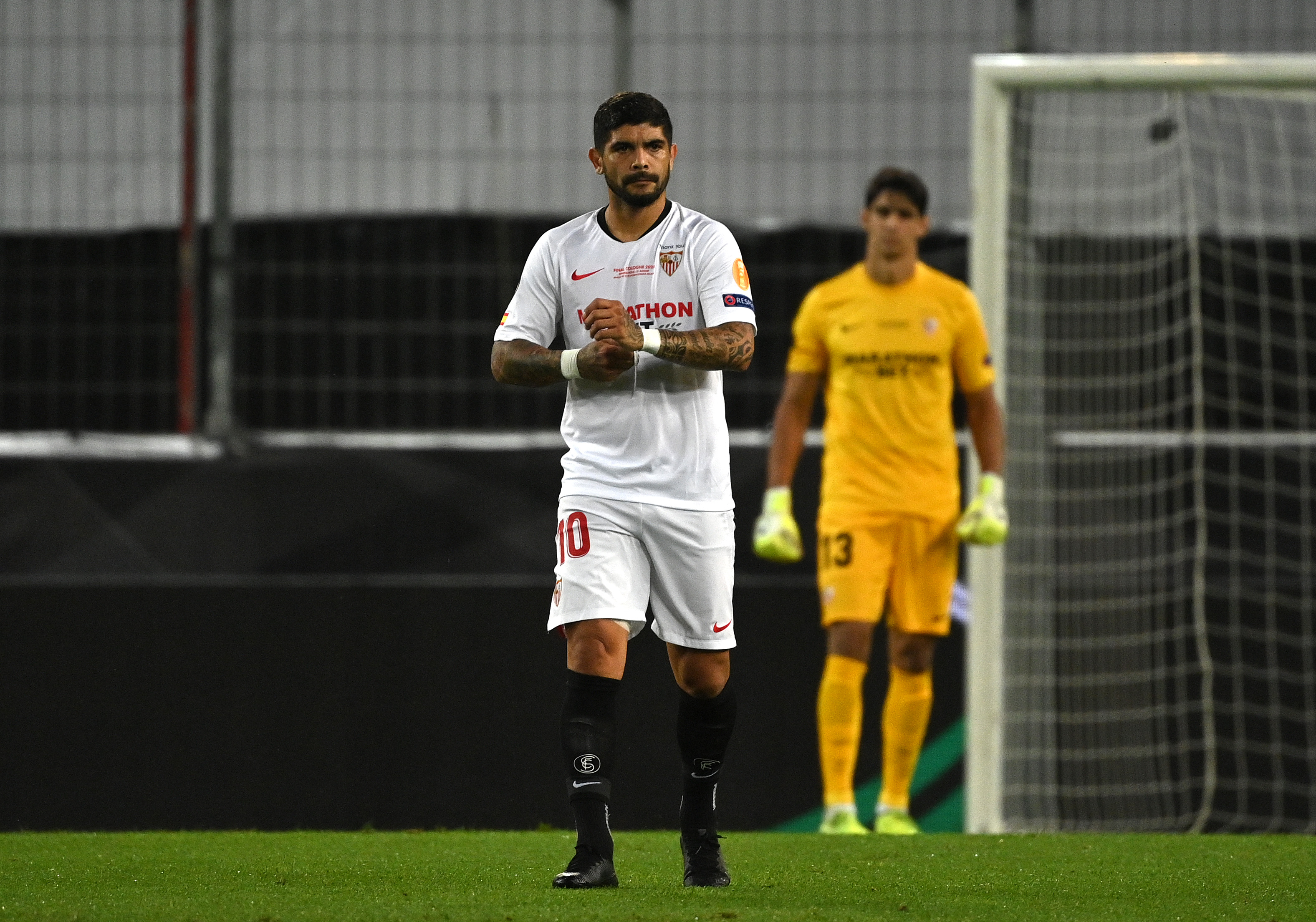 Banega se va del Sevilla, tras ganar su tercera Europa League