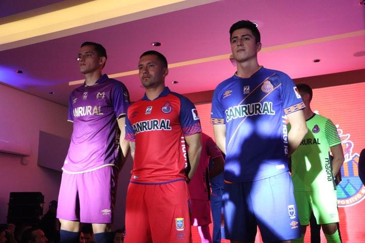 Presentación de los nuevos uniformes de Municipal